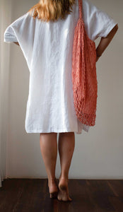 White long cotton shirt with a pink cotton bag