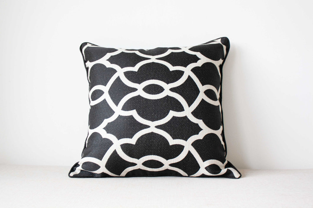 Black and white cotton and rayon Cushion Covers Set