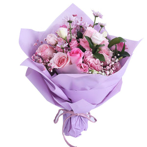Warm world( 11 Diana Pink Roses-