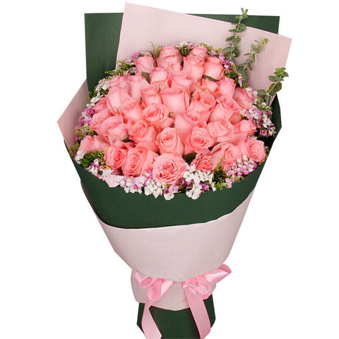 Romantic season( A selection of 33 Diana pink roses-