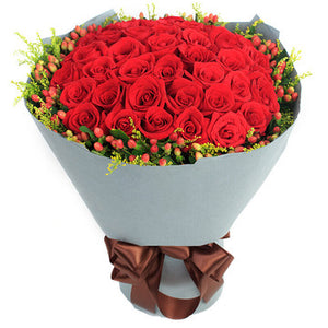 Mark of love (33 red roses with plump interleaved red beans)
