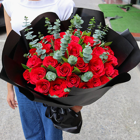 Responsible for loving you( 33 red roses)