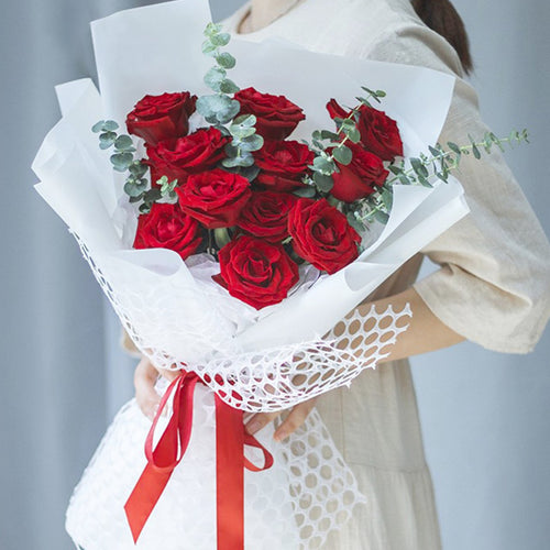 Tempted for you(11 superb red roses)