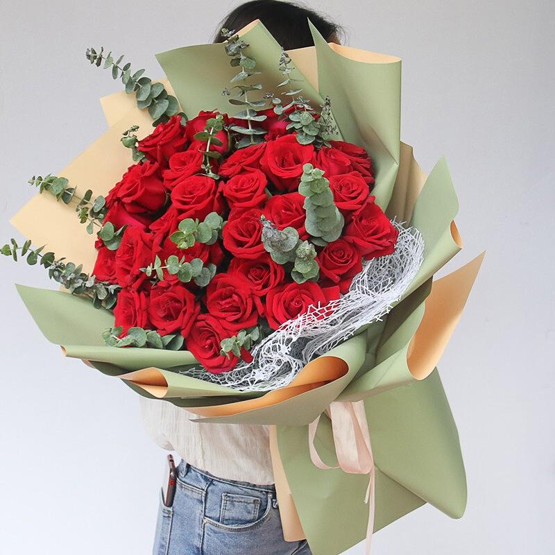 Sweet seasoning(33 red roses with plump eucalyptus)