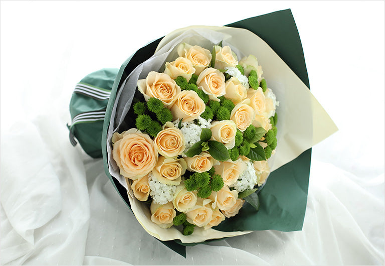 33 champagne roses, 8 green daisies to China
