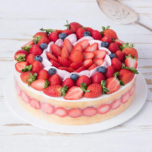 Round Stawberry Blueberry Cake to Macau Peninsula