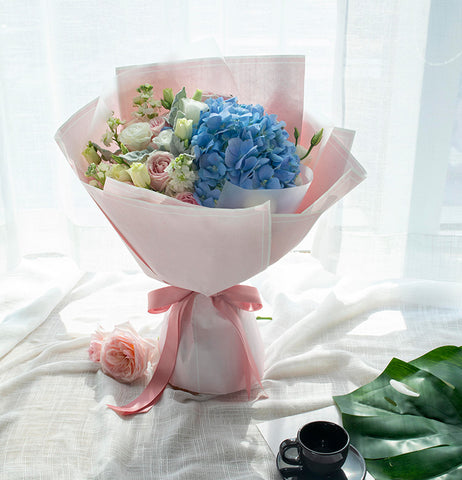 1 blue Hydrangea, 9 powder snow mountain Roses to China