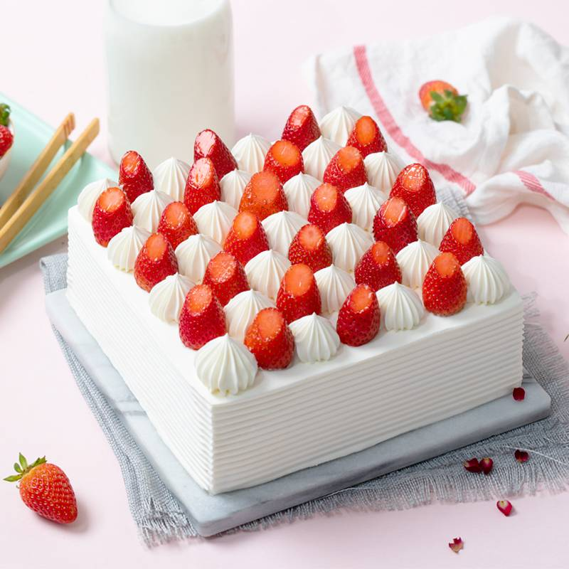 2 Pounds Square Strawberry Cake To China