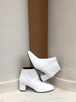 Honeymoon - white leather boots