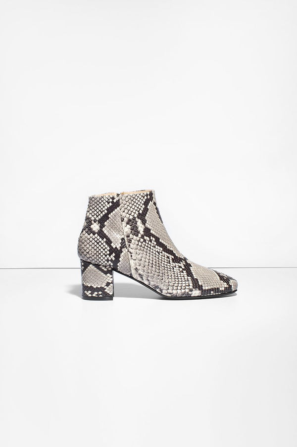 Honeymoon - grey snake leather boots
