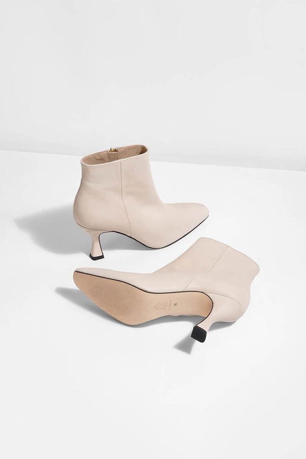 Aurora - creme leather (only size 37 & 39 left in stock)