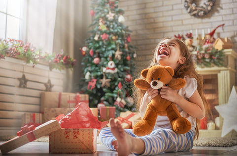 Paper-People-Play-Girl-Opens-Teddy-Bear-Gift-For-Christmas