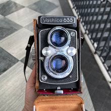 Load image into Gallery viewer, Yashica 635