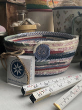 Load image into Gallery viewer, Quarter Peck Basket #1504