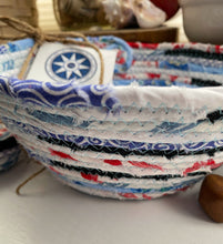 Load image into Gallery viewer, Small Table Basket #1584