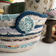 Load image into Gallery viewer, Quarter Peck Basket #1455