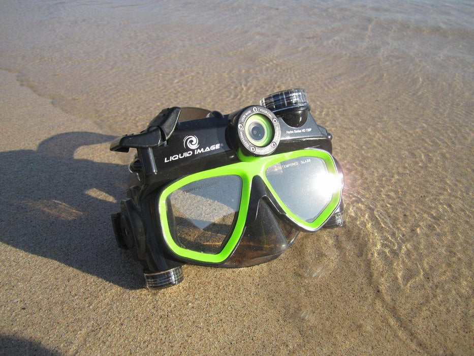 diving-mask-camera-on-beach