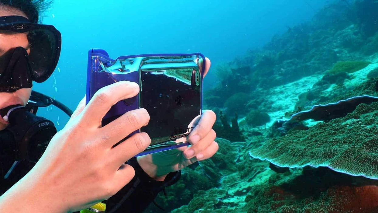Air Pouch  : the Underwater Smartphone Camera Case (NFC)