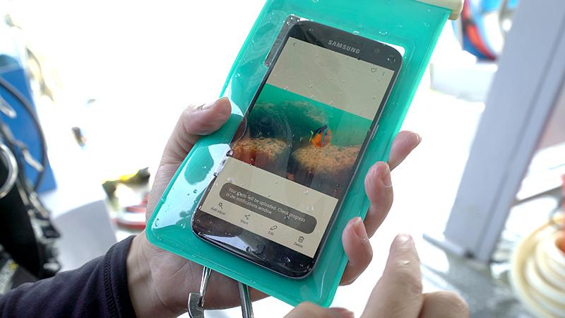 Air Pouch 2 : the Underwater Smartphone Camera Case (Bluetooth)