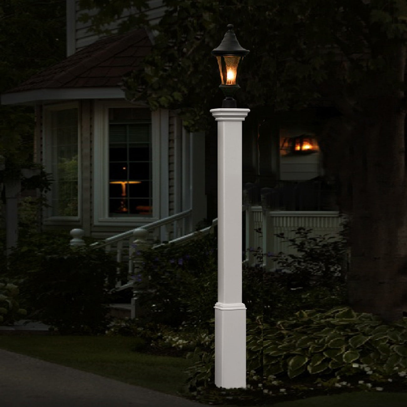 Madison Lamp Post