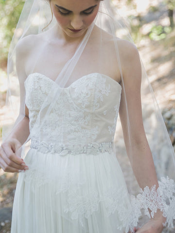 Rose Lace Juliet Veil-veils-Elle & Jae-Ivory-4 Day Rental-Happily Ever Borrowed