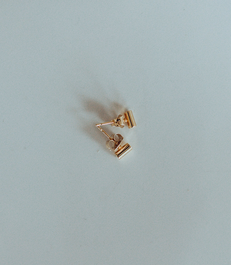 Small Bar Pendant Stud / GOLD