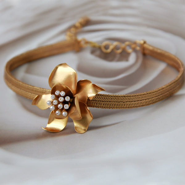 gold-gardenia-flat-chain-choker-necklace
