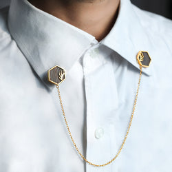 STRIKING HEXAGON CHAIN LINK COLLAR PIN WITH WOODEN DETAILING