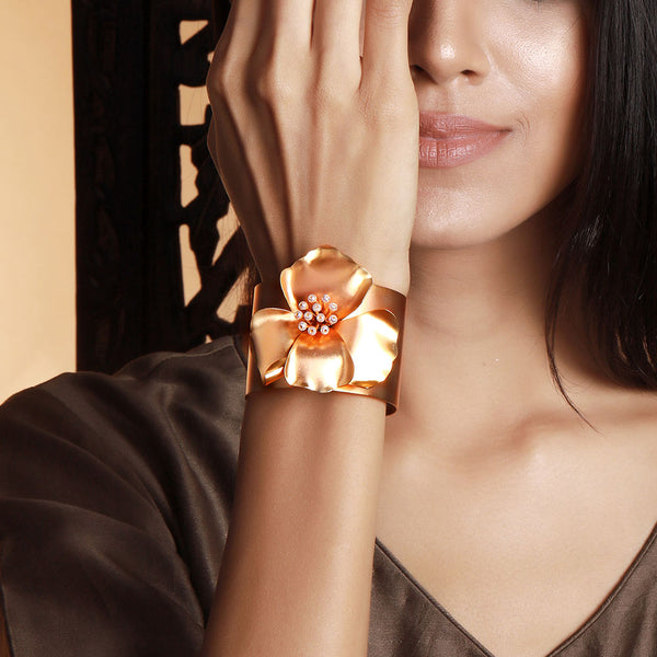 gold-gardenia-broad-cuff-worn-by-ramya-krishnan