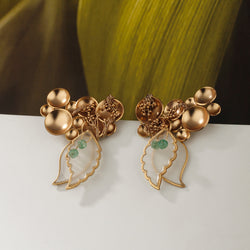 Dewdrops earring with plantain leaf