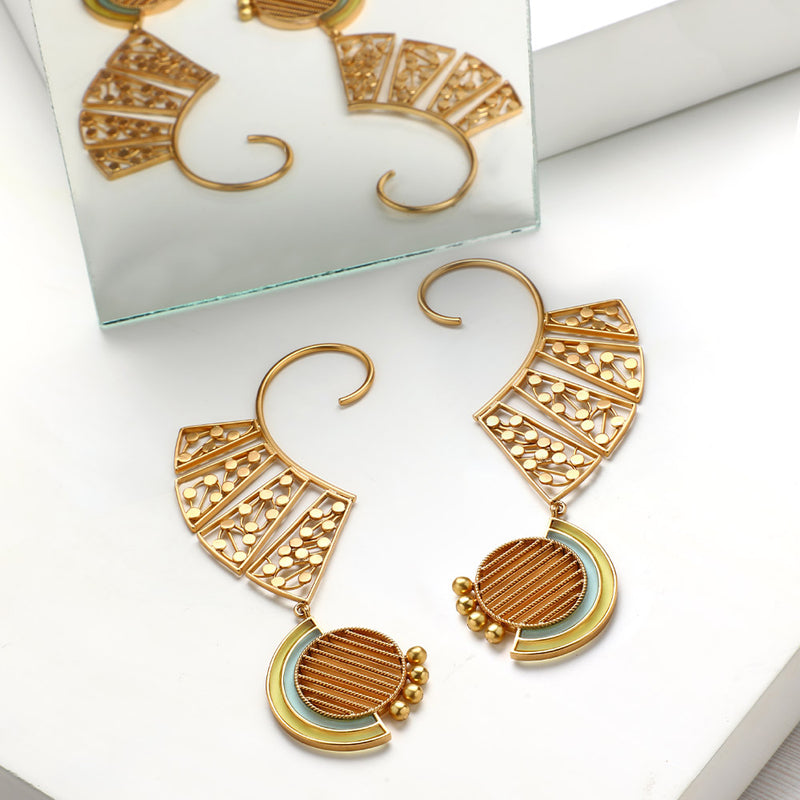 GOLD TONED DOTTED ARC EAR CUFFS WITH TWIST LINED CIRCLE & ACRYLIC ARCS