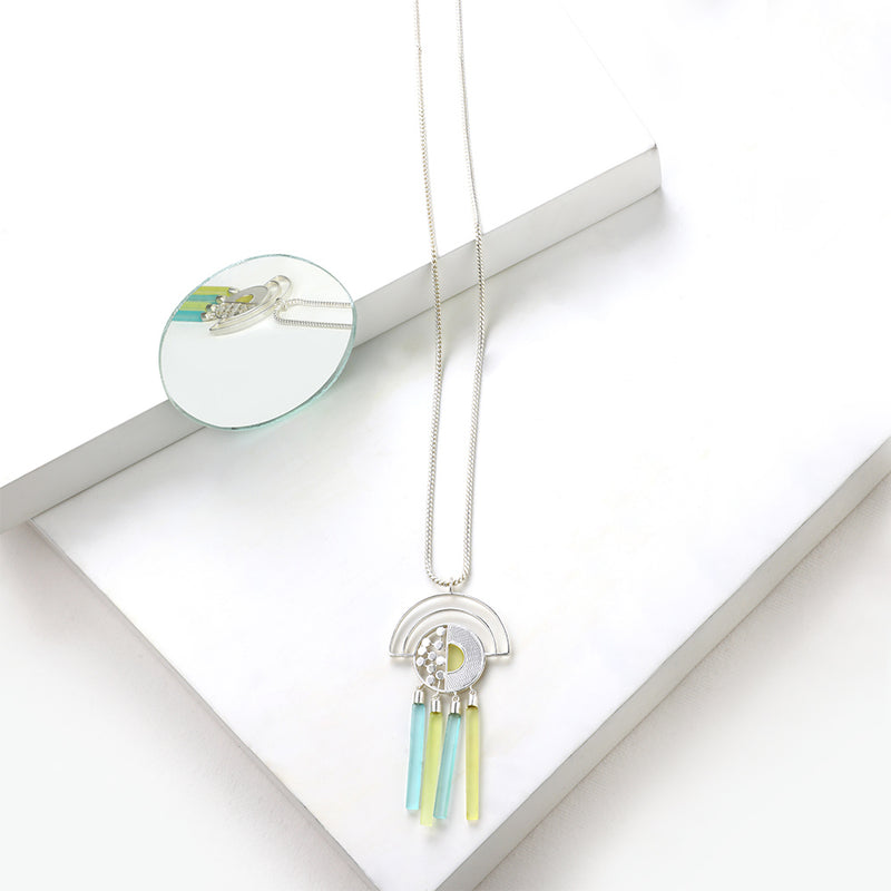 SILVER TONED CHAIN NECKLACE WITH SEMI-CIRCULAR PENDANT FEATURING ACRYLIC BAR CHARMS
