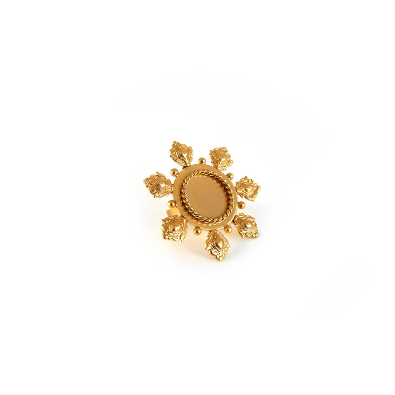 GOLD PLATED 7 DIAMOND ENGRAVING ROUND FLOWER RING