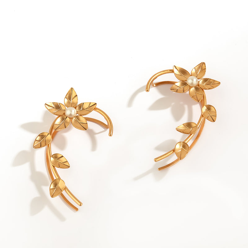 GOLD PLATED LEAVES AND ETCHING FLOWER EARCUFF WITH PEARL