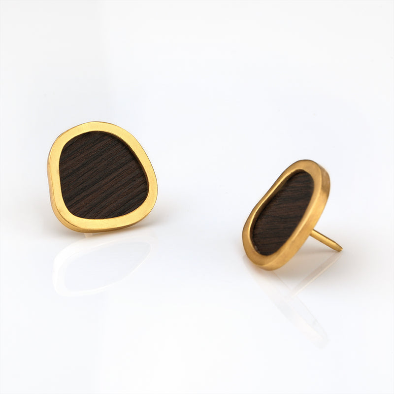 BOLD ASYMMETRICAL COLLAR PIN WITH WOODEN DETAILING