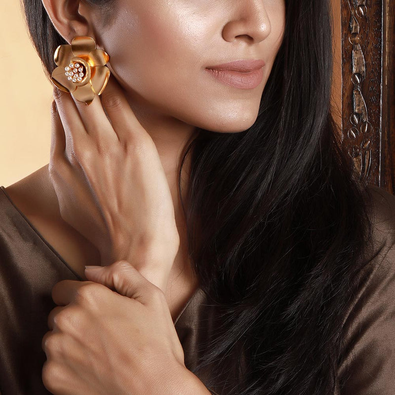 gold-buttercup-stud-earrings-worn-by-ramya-krishnan