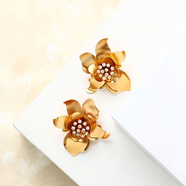 gold-gardenia-stud-earrings