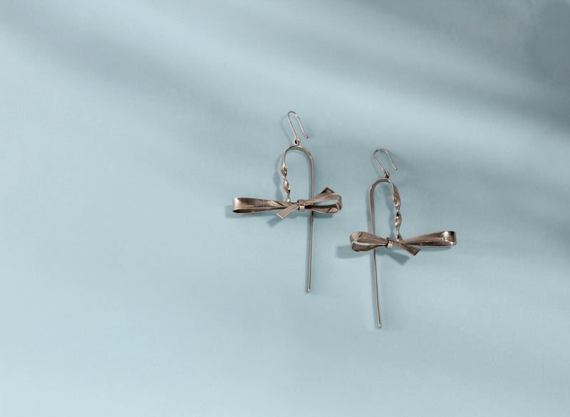 CHROME PLATING TWISTED STRIP AND BOW EARRING
