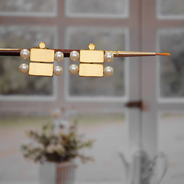 GOLD TONED BRICK AND PEARL STACKED DUO STUD EARRINGS