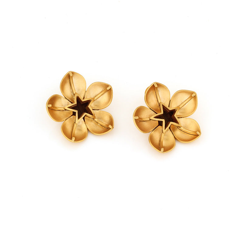 gold-toned-blooms-stud-earrings