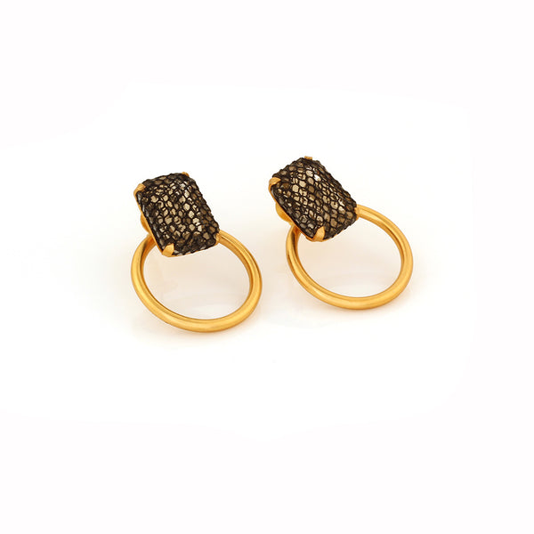 GOLD TONED ROUND STUD EARRINGS WITH NETTED CRYSTALS