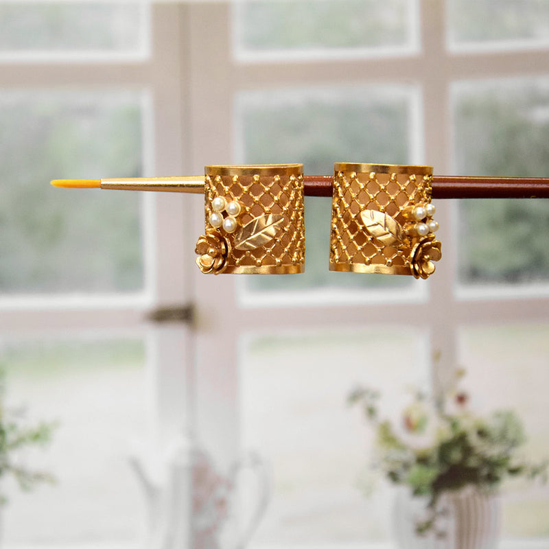 GOLD TONED MESH CYLINDER FLORAL STUD EARRINGS WITH PEARLS