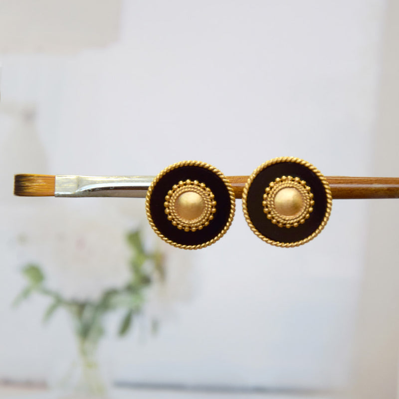 GOLD TONED AND BLACK CONCENTRIC CIRCLE STUD EARRINGS