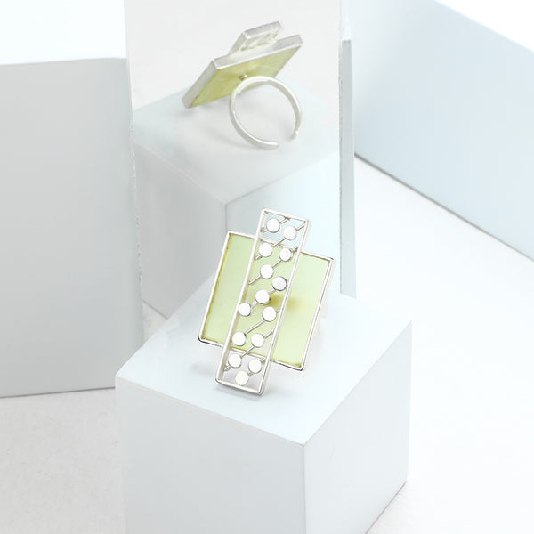 SILVER TONED YELLOW ACRYLIC BOX RING WITH OVERLAID DOTTED BLOCK