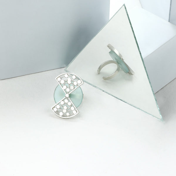 SILVER TONED CYAN ACRYLIC CIRCLE RING WITH CONNECTING DOTTED TRIANGLES