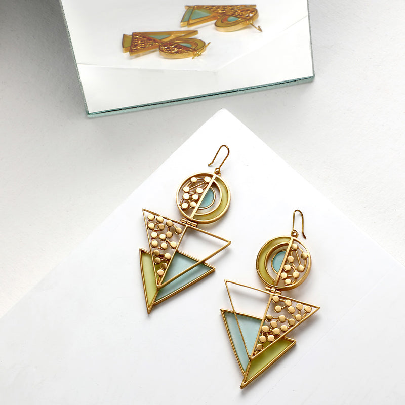 GOLD TONED SPLIT CIRCULAR TRIANGLE DROP EARRINGS WITH ACRYLIC & DOTTED DETAILS