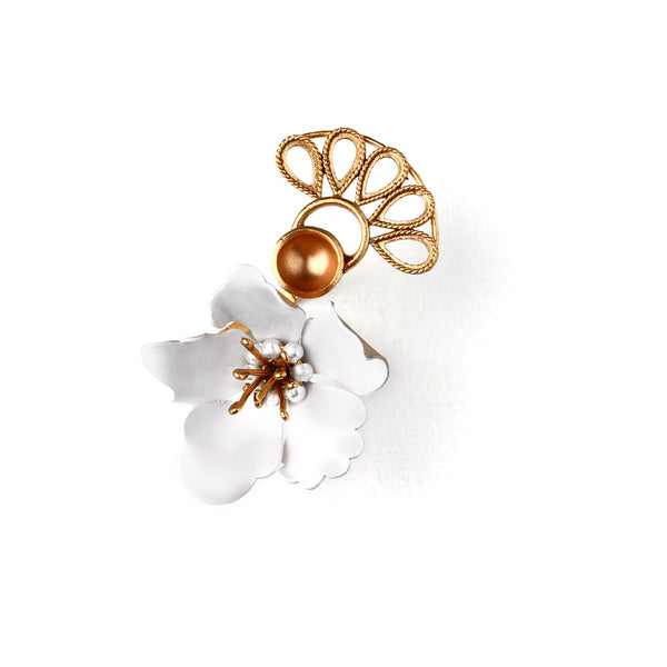 GOLD TONED WRAP RING WITH WHITE LILY & CREST DETAIL