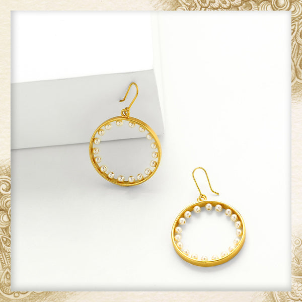 GOLD TONED ROUND SHAPED HOOP EARRING WITH PEARLS