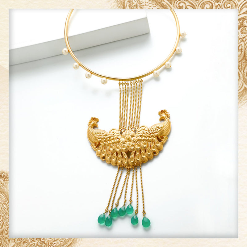 GOLD TONED PEACOCK COLLAR NECKLACE WITH PEARLS & GREEN Onyx