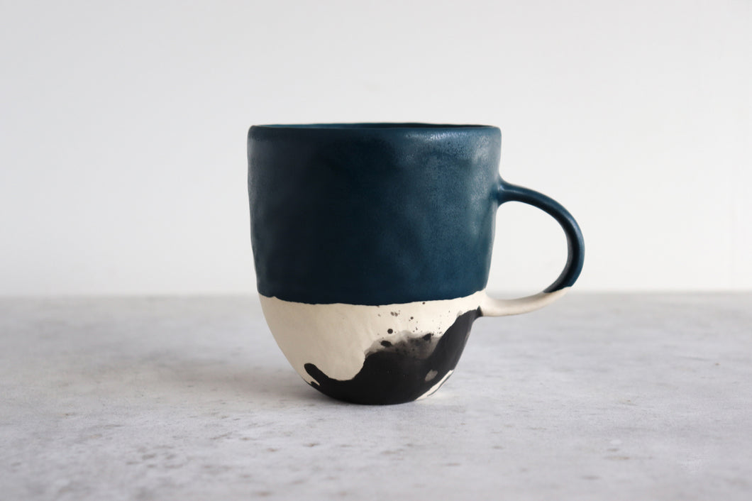 SPLATTER MUG IN DEEP OCEAN